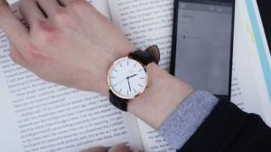 Sim smartwatch being worn