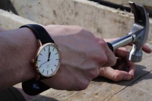Sim smartwatch on wrist