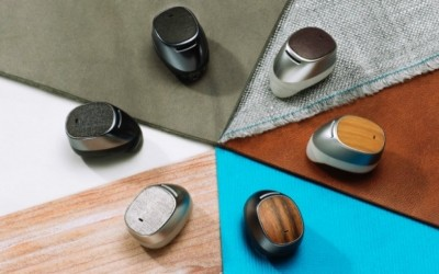 The Moto Hint: A Wireless Bluetooth Headset That's Going to Change the Game