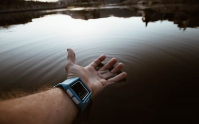 4 Reasons to Buy a Waterproof Smartwatch